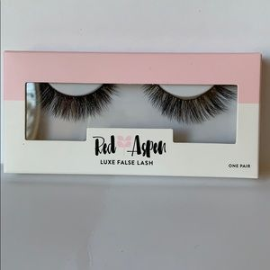 Red Aspen Luxe False Lashes - Erika.